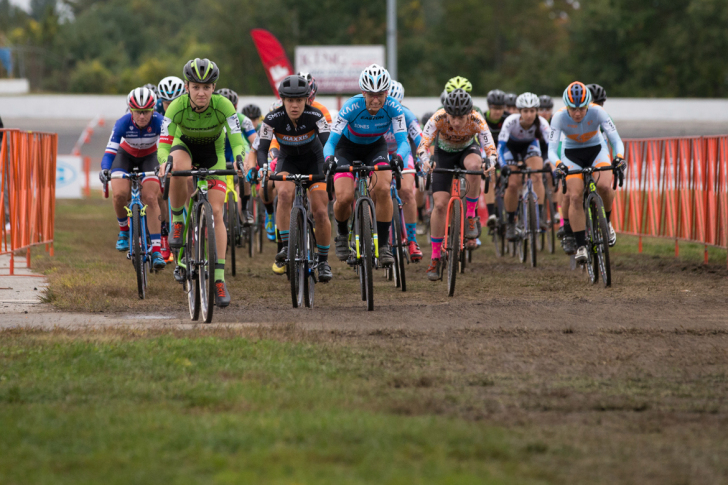 Emma White easily leads the Elite Women's field off the start, her second hole-shot of the weekend. Photo: Wil Matthews